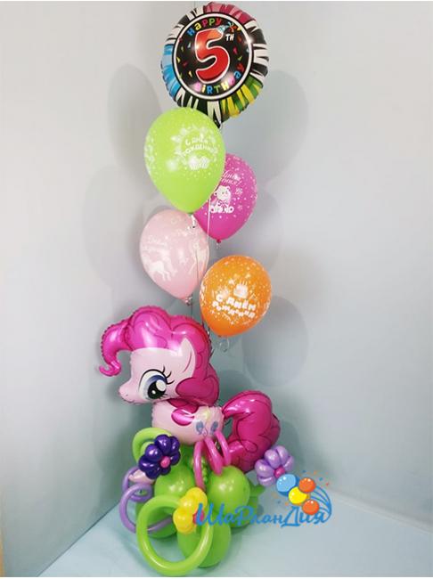 Пинки Пай с шарами
