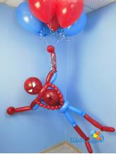 Человек-паук со связкой шаров