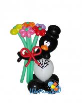 Пингвин с букетом